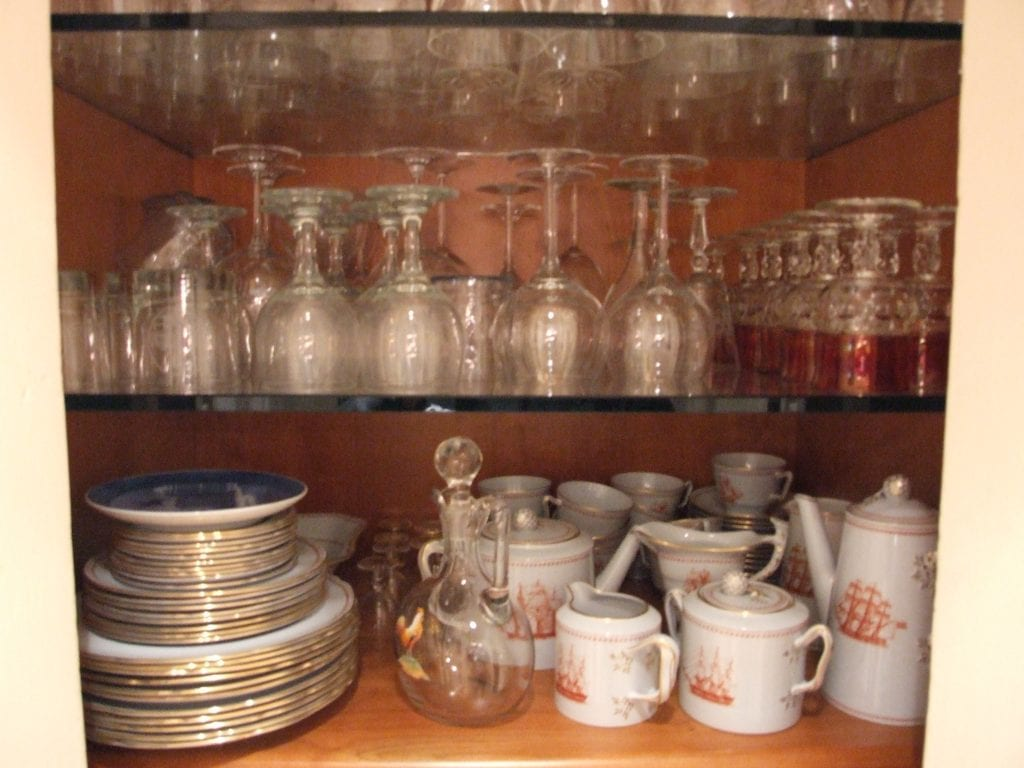 Packing dishes and glassware